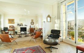 2 bedroom apartments for sale in Paris. Paris 7th District — An over 130 m² apartment a stone's throw from the Champ-de-Mars