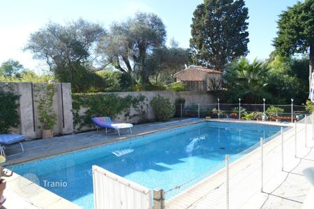 Villas and houses to rent in Côte d'Azur (French Riviera). Villa – Antibes, Côte d'Azur (French Riviera), France