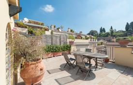Luxury 4 bedroom apartments for sale in Italy. Luxury penthouse with a terrace overlooking the Roman Forum