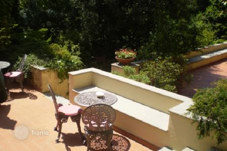 Luxury houses with pools for sale in Florence. Villa with a swimming pool and a terrace, Florence, Italy