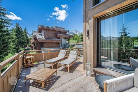 Villas and houses to rent in Saint-Bon-Tarentaise. Exceptional chalet situated in an exclusive area of Nogentil, France