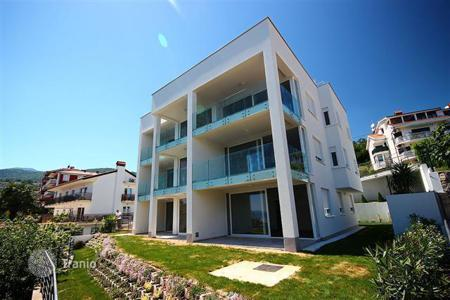 Apartments with pools for sale in Croatia. Apartment in a new complex in Icici