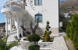 Houses with pools by the sea for sale in Budva. Villa – Petrovac, Budva, Montenegro
