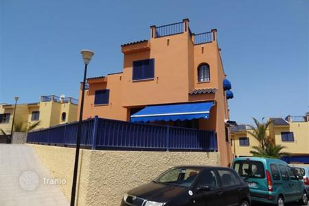Apartments for sale in Gran Canaria. Lovely Triplex House near the sea in Meloneras