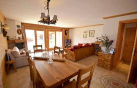 Property for sale in Moûtiers. Comfortable apartment with a fireplace and a balcony, next to the ski slopes, Saint-Martin-de-Belleville, Alpes, France