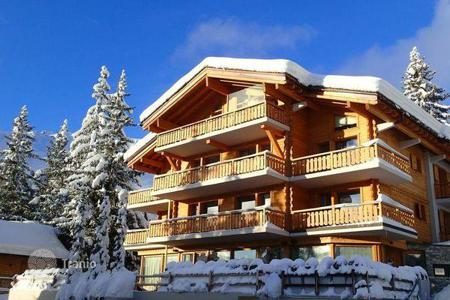 Villas and houses for rent with swimming pools in Central Europe. The chalet with 12 bedrooms, a living room with a fireplace, a jacuzzi, a cinema, a sauna, a ski room and a pool, Verbier, Switzerland