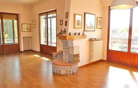 Apartments for sale in Italy. Two-level apartment with a plot, Siena, Tuscany, Italy