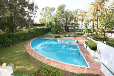 Cheap apartments with pools for sale in Estepona. Apartment for sale in Golf Park, Estepona