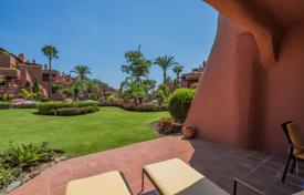 Apartments with pools for sale in Andalusia. Elegant Ground Floor Apartment at the Sea, Torre Bermeja, Estepona