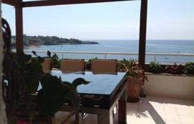4 bedroom apartments by the sea for sale in Costa Dorada. Four-bedroom apartment on the seafront in Salou, Costa Dorada