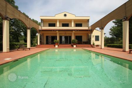 Villas and houses for rent with swimming pools in Tuscany. Villa – Tuscany, Italy
