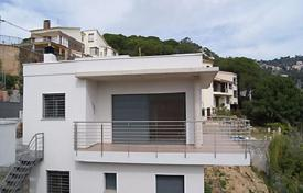 4 bedroom houses by the sea for sale in Lloret de Mar. New furnished villa with a terrace and a sea view in a quiet area, Lloret de Mar, Spain