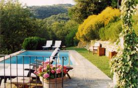 Property for sale in Tuscany. Boutique hotel with swimming pool on the hill in Arezzo