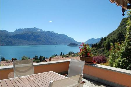 Houses with pools for sale in Lake Como. Villa - Lake Como, Lombardy, Italy