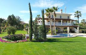 6 bedroom houses for sale in Estepona. Well-kept villa with a private garden, a swimming pool, a terrace and a sea view, Estepona, Spain