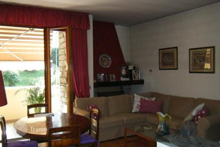 3 bedroom apartments for sale in Laveno-Mombello. Apartment – Laveno-Mombello, Lombardy, Italy
