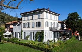 Apartments with pools for sale in Italy. Apartment – Lake Como, Lombardy, Italy