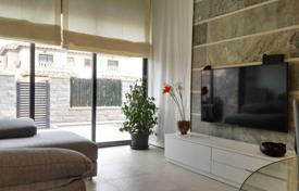 Townhouses for sale in Valencia. Furnished townhouse with terrace and private garden, in Campoamor, Alicante, Spain