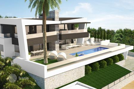 Luxury 4 bedroom houses for sale in Andalusia. Villa for sale in Nueva Andalucia