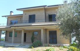 4 bedroom houses for sale in Abruzzo. Spacious villa in Pineto. Italy