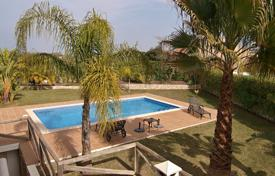 Townhouses for sale in Faro. Semi-detached house, with 3 beds 2 baths and pool, located in Parchal near Ferragudo