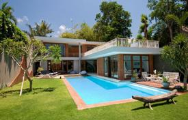 Property for sale in Seminyak. Comfortable furnished villa with a swimming pool and a tropical garden, Seminyak, Bali