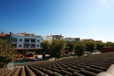 Townhouses for sale in Costa Brava. Terraced house – Empuriabrava, Catalonia, Spain