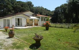 Coastal residential for sale in Marina di Pietrasanta. Villa – Marina di Pietrasanta, Tuscany, Italy