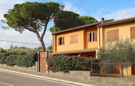 "3 bedroom houses for sale in Umbria. Villa for sale in Orvieto with energy class ""A+ "" and garden"