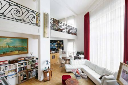 2 bedroom apartments for sale in 16th arrondissement of Paris. Paris 16th District — A unique Art Deco style apartment in a listed building. In the desirable Village d'Auteuil area