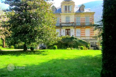 Chateaux for sale in France. Castle – Languedoc-Roussillon Midi-Pyrenees, France