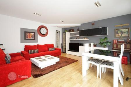 Townhouses for sale in Barcelona. Semidetached house with sun terrace in quite area of Teixonera