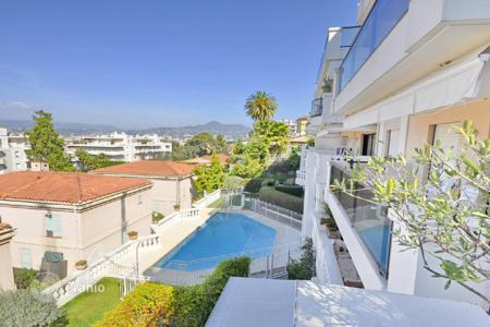 2 bedroom apartments for sale in Nice. Apartment with terrace and stunning sea view in a superb residence with a swimming pool near the port of Nice, Cote d`Azur, France