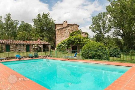 Houses with pools for sale in Casole D'elsa. Villa – Casole D'elsa, Tuscany, Italy