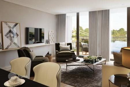 New homes for sale in London. 3 bedroom apartment on the banks of the River Thames in London