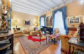 Luxury apartments for sale in Italy. Stunning apartment with private terrace in central Rome