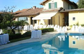 Houses for sale in Pavia. Luxury villa with a swimming pool, Pavia, Italy