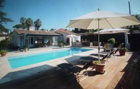 4 bedroom villas and houses to rent in Côte d'Azur (French Riviera). Lovely 1 storey villa to rent in Cap d'Antibes