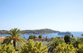 Apartments for sale in Villefranche-sur-Mer. Sea view penthouse to renovate