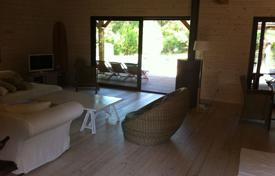 Coastal villas and houses for rent in Pyrenees-Orientales. Villa – Pyrenees-Orientales, France