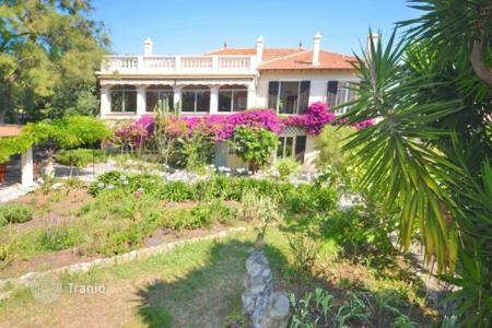 Houses for sale in Côte d'Azur (French Riviera). Villa with garden and two apartments near the center of Antibes and the beach