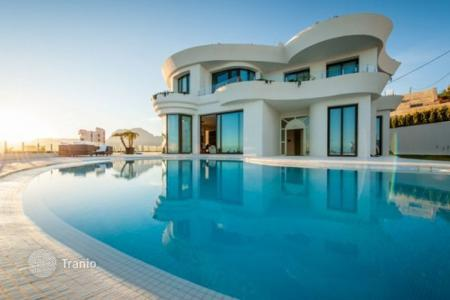 Luxury chalets for sale in Valencia. Detached Villa — Benidorm