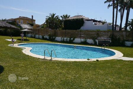 2 bedroom houses for sale in Andalusia. Bungalow in Playa Dorada, Marbella