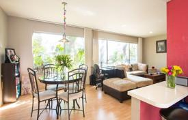 Property for sale in North America. Renovated one-bedroom apartment in a condominium, Beverly Hills, California, USA