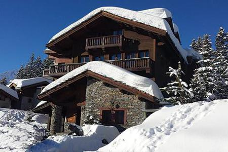 1 bedroom apartments to rent in France. Luxurious studio with direct access to the ski slopes in Courchevel