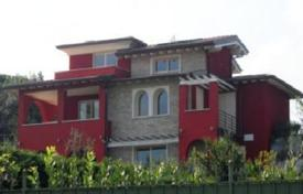 Houses with pools for sale in Lake Garda. Villa – Garda, Veneto, Italy