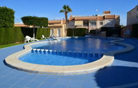 Apartments with pools for sale in Valencia. Two-bedroom apartment in a residential complex with a swimming pool and a garden in Torrevieja, Los Balcones district