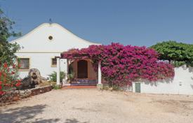 4 bedroom houses for sale in Faro. 4 bedroom country estate with pool in Mexilhoeira Grande, Portimão, West Algarve