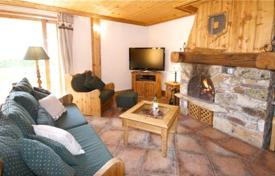 4 bedroom villas and houses to rent in Auvergne-Rhône-Alpes. Stylish chalet with private parking at the ski resort of La Plagne, France