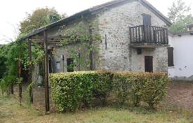 Agricultural land for sale in Lombardy. Cozy farm in Tavazzano